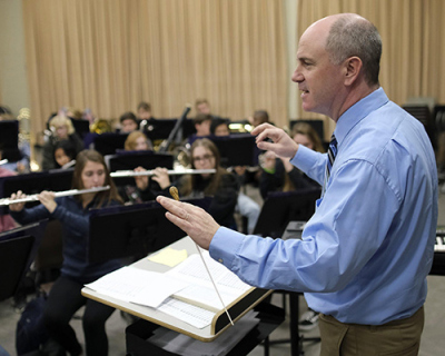 Jeremy Bradstreet conducting a concert band