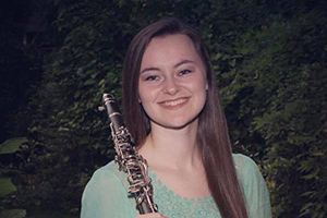 Raylin Hooks headshot with clarinet