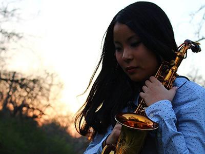 Yu Nishiyama holding saxophone
