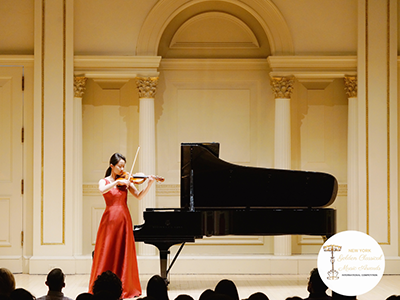 Limeng Zhang performing on violin
